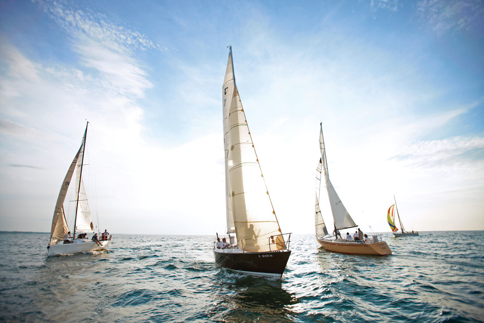 Boats racing across Lake Erie (photo by Kevin Kopanski)