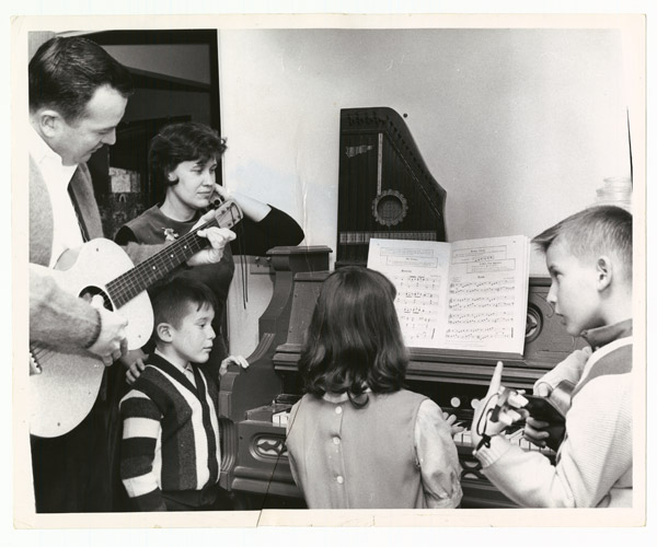 Erma Bombeck with family at the piano