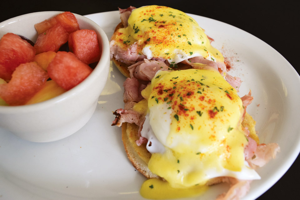High St. Cafe's eggs Benedict