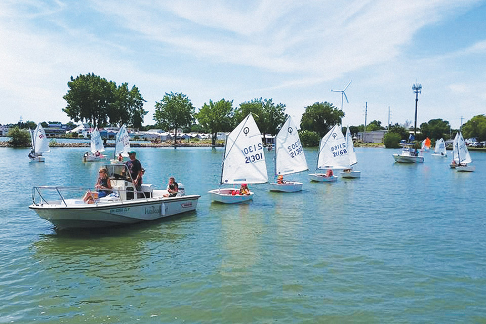Kids learning to sail in Sandusky
