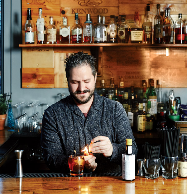Alex Asteinza making a Manhattan
