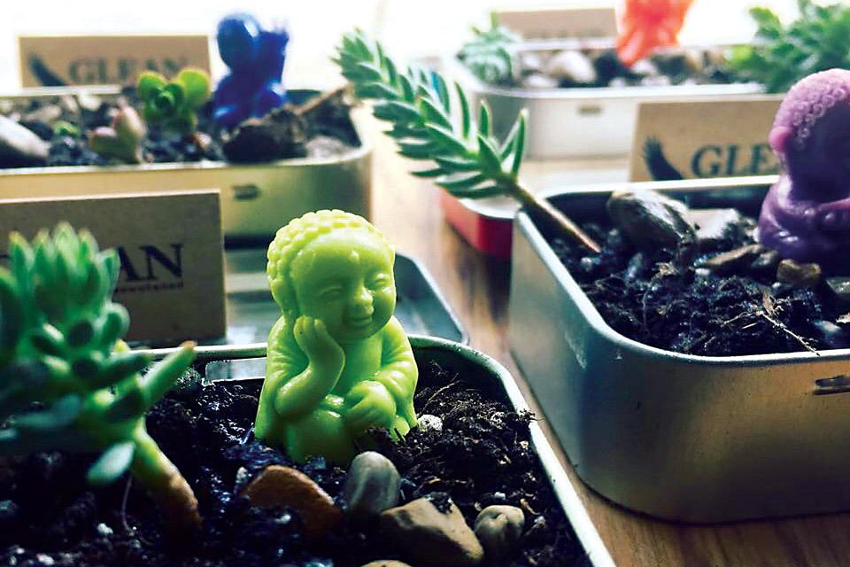 Glean-altoid-tin-buddhas