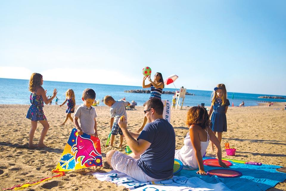 Family-Presque-Isle-Beach
