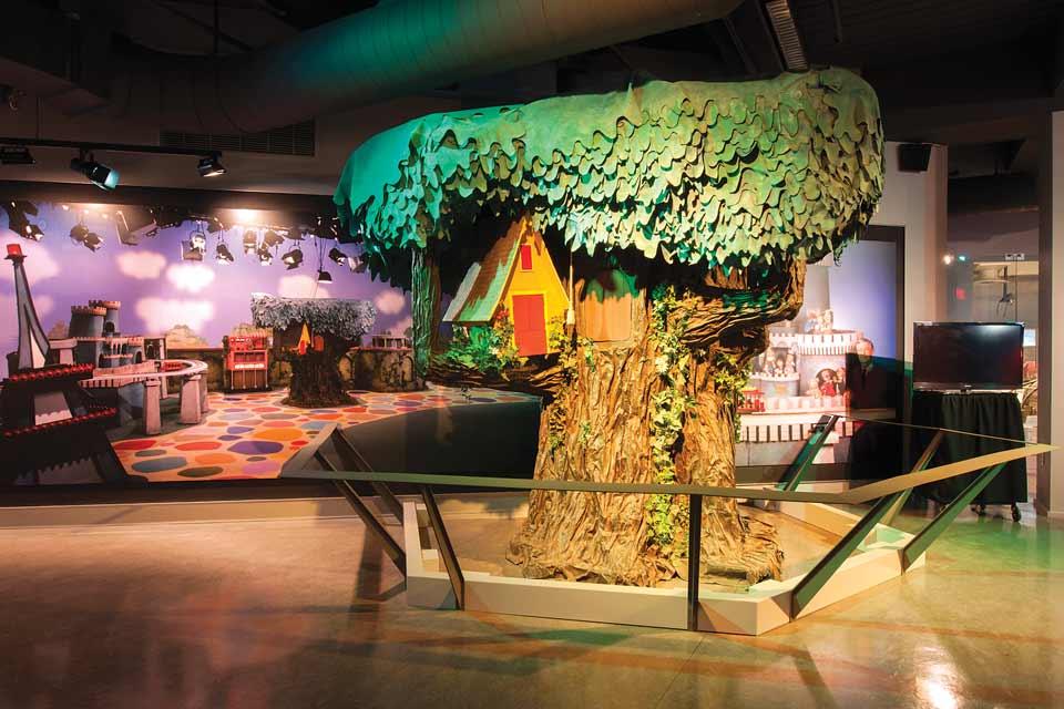 Mister-Rogers_exhibit