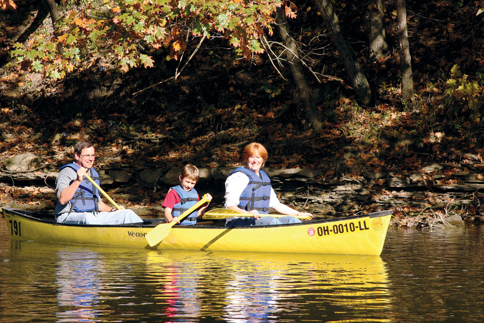 Canoeing the Mohican River (courtesy of Mohican Adventures)