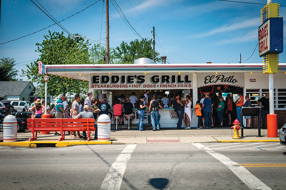 Eddie's Grill (photo courtesy of Geneva-on-the-Lake Convention & Visitors Bureau)