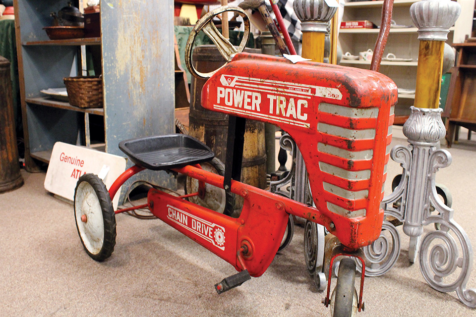 Broadway Antique Mall tractor (photo by Shawn Kimberlin)