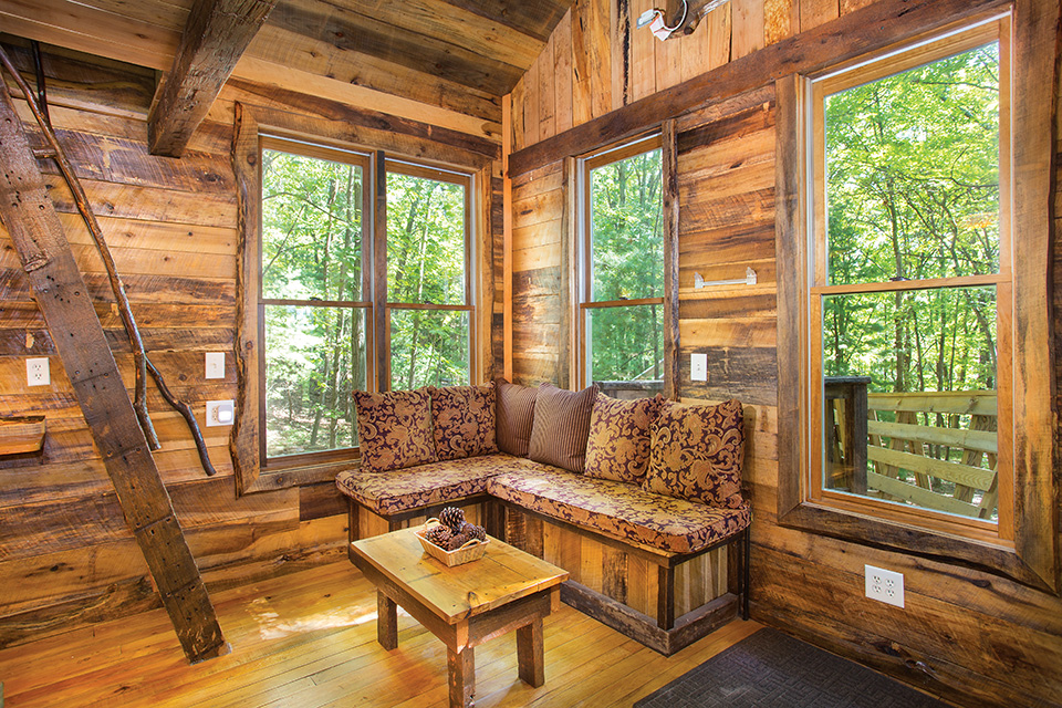 Old Pine Treehouse living room